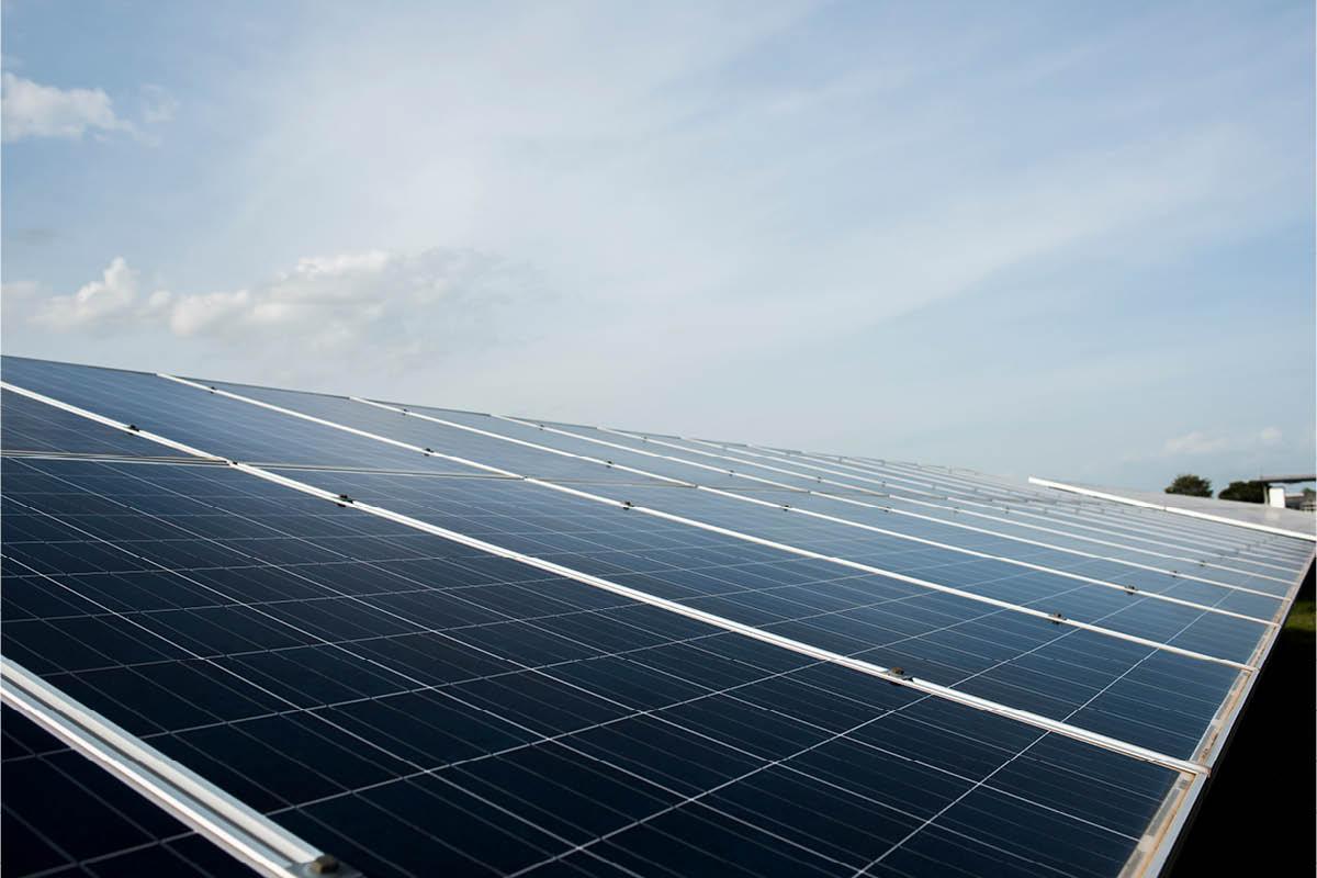 Energie solaire photovoltaïque / jcomp-Freepik
